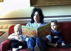 Michael Jackson reading to his children, Prince & Paris Paris Jackson, Lisa Marie Presley, Jackson Family, Jackson 5, Elvis Presley, Mj Kids, Jackson Music, Gary Indiana, Prince