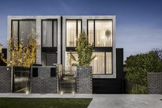 Sophisticated Home Design in Melbourne Celebrating Openness: Caroline Residence Residential Architecture, Contemporary Architecture, Architecture Design, Layouts Casa, House Layouts, Home Design, Interior Design, Townhouse Exterior, Facade House