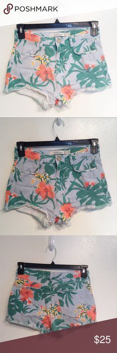 """ZARA Trafaluc Tropical Floral High Waisted Shorts Zara Trafaluc tropical floral print high waisted denim shorts. Raw hem and light distressing around pocket edges. Has a couple spots on the back pocket. Size 4. Measures 14"""" flat at waist, 11"""" front rise, and 2"""" inseam. No modeling. Smoke free home. I do discount bundles. Zara Shorts"""