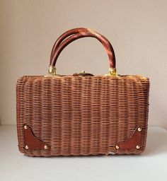 Pretty vintage woven straw purse with leather handles and goldtone hardware