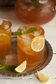 homemade ice tea with ginger, mint and lemon is part of home Made Lemonade - In summer I love to drink buckets of ice tea to break the monotony of all the water I also attempt to avoid sugar in beverages, so by making my own ice tea, I control this It … Lemon Iced Tea Recipe, Lemon Drink, Iced Tea Recipes, Pear Tea Recipe, Ice Lemon Tea, Lemon Water, Drink Recipes, Summer Drinks, Fun Drinks