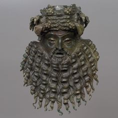 Maske eines Silens. Römisch, 1. Hälfte 1. Jh. n. Chr. Aus Lava bei Cilli (heute Celje, Slowenien), Bronze. Kunsthistorisches Museum Wien, Antikensammlung.