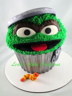 oscar the grouch giant cupcake by summerlove on Cake Central #springforpears #usapears