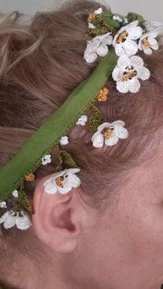 - #elişi #Igneoyasiyazmamodelleri #İğneoyası #Iğneoyasımodelleriyazma #Iğneoyasıyemeni #Tığoyaörnekleri #Tülbentiğneoyası Crochet Scarves, Crochet Shawl, Crochet Borders, Crochet Patterns, Headband Pattern, Needle Lace, Fabric Jewelry, Crochet Fashion, Crochet Crafts