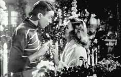 It's A Wonderful Life. With James Stewart, Donna Reed, Lionel Barrymore, Thomas Mitchell. An angel helps a compassionate but despairingly frustrated businessman by showing what life would have been like if he never existed. Halloween Film, Classic Holiday Movies, Classic Movies, Entertainment Weekly, Film Marathon, Wonderful Life Movie, It's Wonderful, Servus Tv, Christmas Movie Quotes