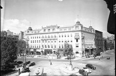 Vörösmarty tér,, Gerbaud ház az 1930-as évek végén Budapest Hungary, Homeland, Old Photos, The Past, Louvre, Street View, History, City, Building
