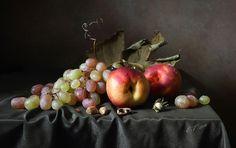 Photographer\'s photo Елена Татульян - Нектарины и виноград