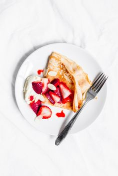 Gluten-free Crepes with Roasted Strawberries - Beyond Our Sky Strawberry Crepes, Strawberry Breakfast, Breakfast Crepes, Breakfast Photo, Perfect Breakfast, Ginger Sweets, Pancakes, Gluten Free Crepes, How To Make Waffles
