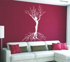 Vinilo decorativo de una silueta de mujer árbol.