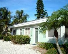 Anna Maria, FL: Islands West Resort, located at 3605 Gulf Drive in Holmes Beach, is a tranquil resort with a large heated pool just a short stroll to the Gulf, shoppi...