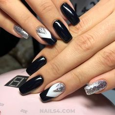 2018 Fall Nail Trends / Adorable And Perfect Manicure French Manicure Short Nails, Gel Manicure At Home, Manicure Colors, French Manicure Designs, Black Nail Designs, Oval Nails, Fall Nail Designs, American Manicure, Fall Nail Trends