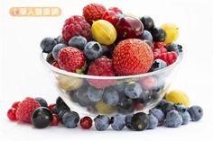 草莓、藍莓、黑醋栗、覆盆子等莓類富含抗氧化物,適量食用有益健康!