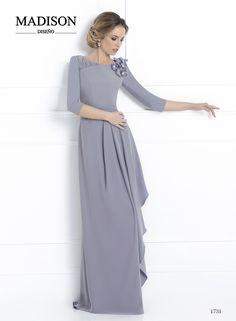 #Vestido largo de fiesta #Madison confeccionado en crepé acero, falda con…
