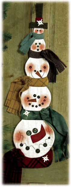 I have to be able to come up with a pattern for this or will lose my crafter status.  this is adorable.  SNOWBALL BUDDIES WALL QUILT/TABLE TOPPER