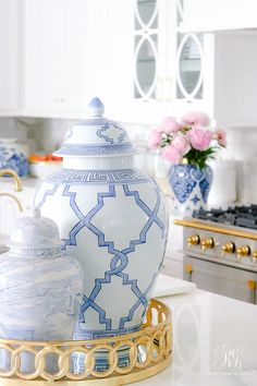 Summer Decorating Tips using Tassels, Pink + Blue Blue and white ginger jar on round gold tray Interior Design Tips, Interior Design Kitchen, Home Design, Simple Interior, Design Design, Design Ideas, Apartment Decoration, Design Apartment, Decorating Tips