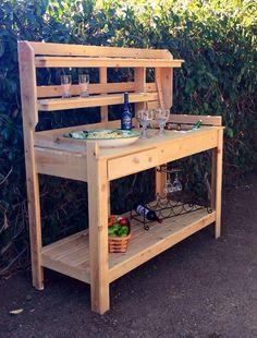 Outdoor Potting Bench, Outdoor Buffet, Woodworking Furniture Plans, Diy Furniture, Diy Yard Games, Bar Shed, Wooden Garden Planters, Garden Bar, Pallets Garden