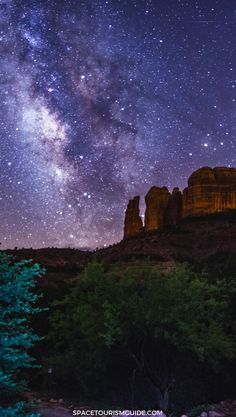 Sedona, Arizona is one of the best cities in America for stargazing. It's also a certified Dark Sky Community! Here's what to know about stargazing in Sedona: when to visit, where to go, how to enjoy the night sky, and what to do during the day in Sedona. Sedona Arizona, Visit Arizona, Arizona Travel, Arizona Usa, Nocturne, Visit Sedona, Dark Skies, Best Cities, Stargazing