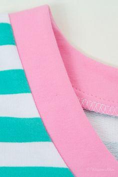 Wiener Mädchen: Sichtbarer Halsausschnittbeleg