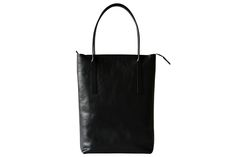 EVERYDAY MEDIUM TOTE in black vegetable tanned leather