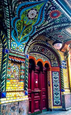 Time for some color and texture inspiration! These doors and entryways are filled with magic. Whether it's the color, the door knob detail, the rustic texture, the mystical decorations, or maybe… Cool Doors, Unique Doors, Amazing Architecture, Art And Architecture, Islamic Architecture, Windows And Doors, The Doors, Entry Doors, Entrance