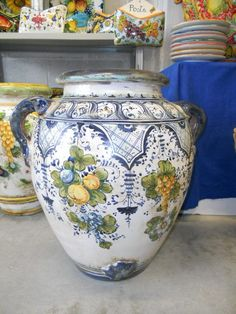 Classic and exquisite Italian pottery