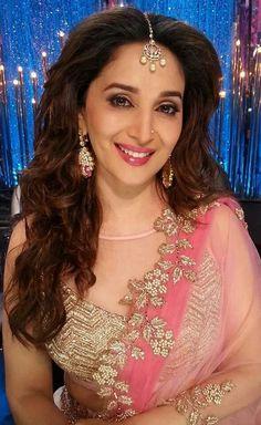 Bollywood Actors, Bollywood Celebrities, Madhuri Dixit Saree, Beautiful Celebrities, Beautiful Women, South Actress, Beautiful Bollywood Actress, Dimples, Woman Face