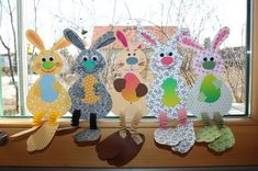 To be sewn: Hexentreppen-Osterhasi Diy And Crafts, Arts And Crafts, Paper Crafts, Happy Easter, Easter Bunny, Primary School Art, Rolled Paper Art, Easter Holidays, Easter Crafts For Kids