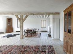 Transformación de un antiguo granero en vivienda / Charles Pictet