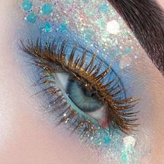 Blue eyeshadow and glitter makeup #GlitterFace