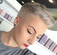 Platinum blond is helemaal hot in 2017! Laat je inspireren door deze 12 korte kapsels in deze geweldige kleur.. - Kapsels voor haar