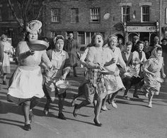 In this photo taken in 1951, British housewives toss pancakes in skillets as they run through the streets of Olney, England, in the community's annual race which follows a 500-year-old tradition. via reddit