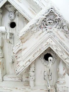 White shabby bird houses .·:*¨¨*:·.Blanc.·:*¨¨*:·. Picture frames were used for the roofing.