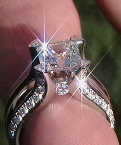 Diamond Ring Set, Pear Diamond Engagement ring with V Diamond Ring, Prong… I Love Jewelry, Jewelry Rings, Fine Jewelry, Jewellery Box, Jewellery Shops, Jewelry Stores, Jewellery Making, Kerala Jewellery, Delicate Jewelry