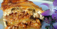 La moussaka es una de esas recetas que siempre me ha llamado la atención pero que nunca había preparado en casa. La he comido en restauran...
