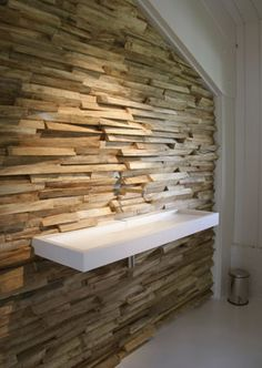 Wood Wall, looks just as good as a stone wall. Good idea for camp 3d Design, House Design, Deco Restaurant, Escalier Design, Interior And Exterior, Interior Design, Wall Finishes, Wall Treatments, Wooden Walls
