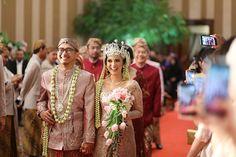 Pernikahan adat Sunda yang cantik dan mengusung tema garden