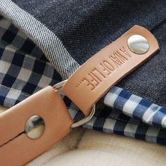 Saco grande - Mala estilo saco, em tecido, forrada.Alça em couro natural.Pode ser usado tanto no ombro como no braço. Handmade -numerado.Med: 48 x 38 x 17cm