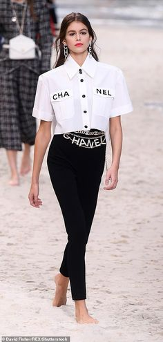 Gerber and Adwoa Aboah rock the sand covered Chanel runway Working it: Kaia Gerber broke convention for Chanel s Paris Fashion Week show on Tuesday, .Working it: Kaia Gerber broke convention for Chanel s Paris Fashion Week show on Tuesday, . Vogue Fashion, Runway Fashion, Trendy Fashion, Fashion Models, High Fashion, Womens Fashion, Fashion Tips, Fashion Trends, Feminine Fashion