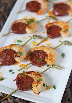 Brochetas de camarón y chorizo español