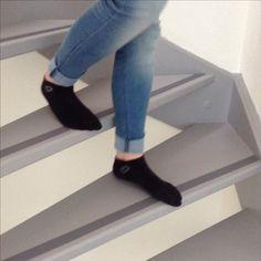 Veilig met je sokken de trap af, ideaal met deze zelfklevende anti slip rubber strip!