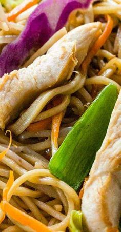 Chinese chicken chow mein recipe ready in under 30 minutes! Asian entree with protein, vegetables and noodles tossed in a savory sauce. Easy Asian Recipes, Mexican Food Recipes, Ethnic Recipes, Chinese Recipes, Turkey Recipes, Chinese Food, Chinese Chicken Chow Mein Recipe, Cafe Delight, Chicken Recepies