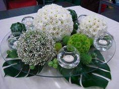 Simple Table Decorations, Party Table Centerpieces, Table Arrangements, Flower Centerpieces, Floral Arrangements, Wedding Decorations, Fruit Flower Basket, Wedding Wine Glasses, Deco Floral