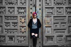 Proyecto de fotografía www.facebook.com/... Fotografías tomadas en las puertas de la catedral frente al Zócalo.