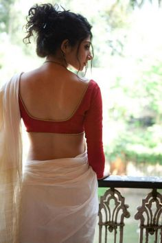 Simplicity will never go out of style. Try a cream saree with an elegant long sleeved blouse.
