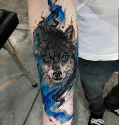 Wolf tattoos are still one of the most popular tattoo ideas for men. Wolf tattoos have many meanings. Some men choose wolf tattoos because they symbolize strength, freedom and the instinct of primitive animals Hai Tattoos, Wolf Tattoos Men, Body Art Tattoos, Tatoos, Animal Tattoos For Men, Tattoo Animal, Tatuajes Tattoos, Cool Forearm Tattoos, Forearm Tattoo Design