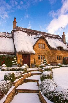 Cotswold cottage in the snow, Chipping Campden, Gloucestershire, England