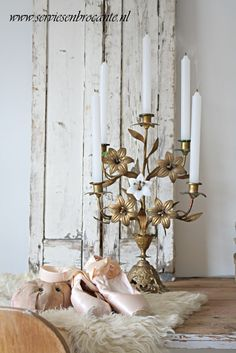 Such a beautiful piece, with or without candles! Shabby Chic Style, Shabby Chic Decor, Vintage Decor, Shabby Vintage, Chandeliers, Candle Chandelier, Vibeke Design, White Rooms, My Living Room