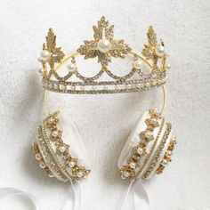 Crown Headphones and Tiara Headphones – Lit Headphones. U can be the Queen with some glam. Crown Headphones, Best In Ear Headphones, Sports Headphones, Things To Buy, Girly Things, Stuff To Buy, Kawaii Accessories, Jewelry Accessories, Tiaras And Crowns