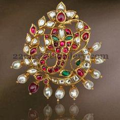 Uncut and pearls Ganesh pendant - whoa Indian Wedding Jewelry, Indian Jewelry, Bridal Jewelry, Pearl Pendant, Pendant Jewelry, Diamond Pendant, Ganesh Pendant, Jad, Gold Jewellery Design