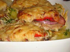 Nem vagyok mesterszakács: Frissen sült karaj színes zöldségekkel, sajttal, vajas-petrezselymes krumpliágyon, cserépben sütve Chicken, Ethnic Recipes, Food, Eten, Meals, Cubs, Kai, Diet